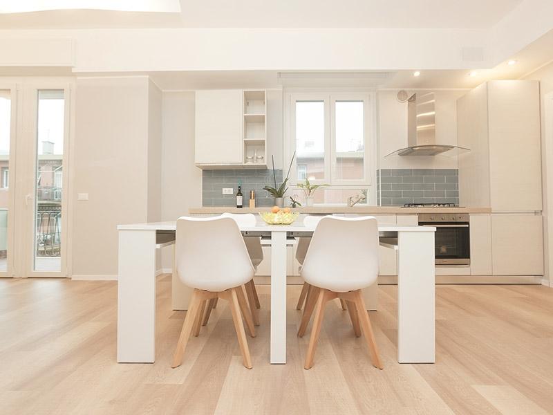 SKEMA-Laminat-Fußboden in einer modernen Wohnküche